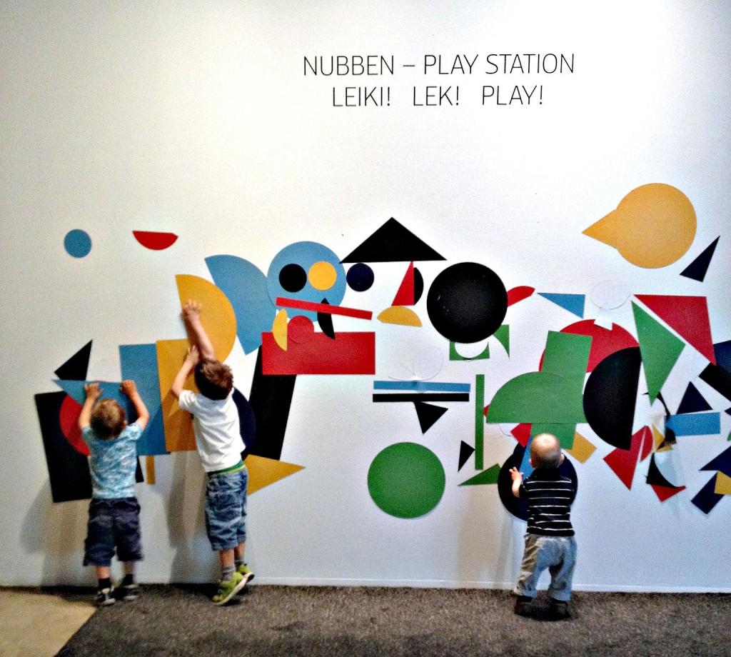 Pojat Emman Nubben-näyttelyssä