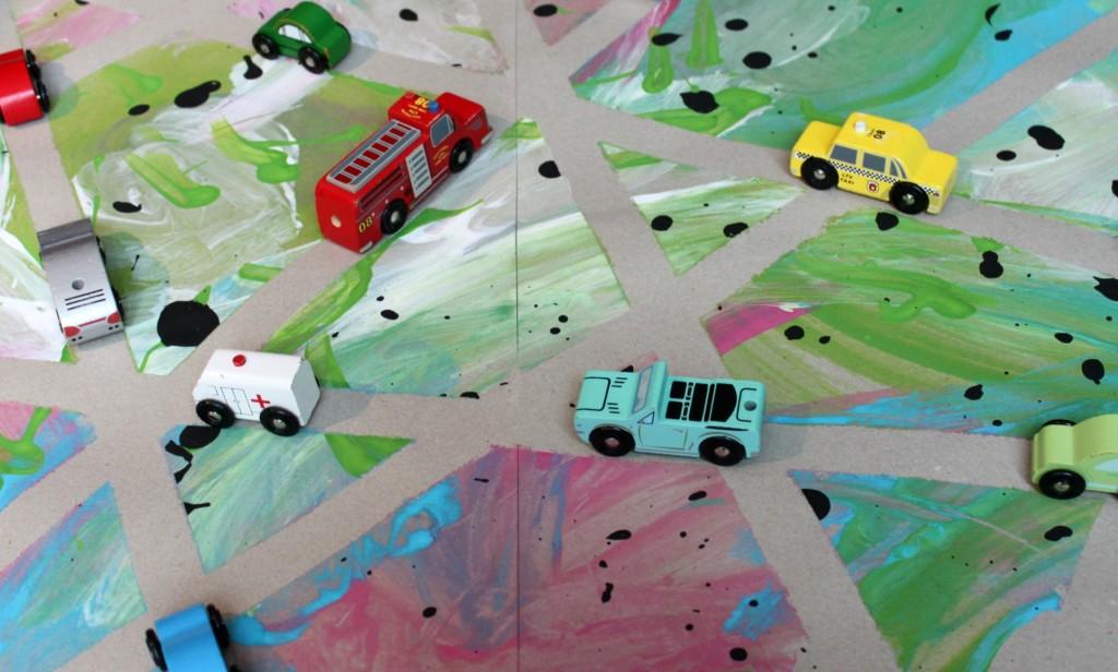 Pienten poikien maalaama automatto