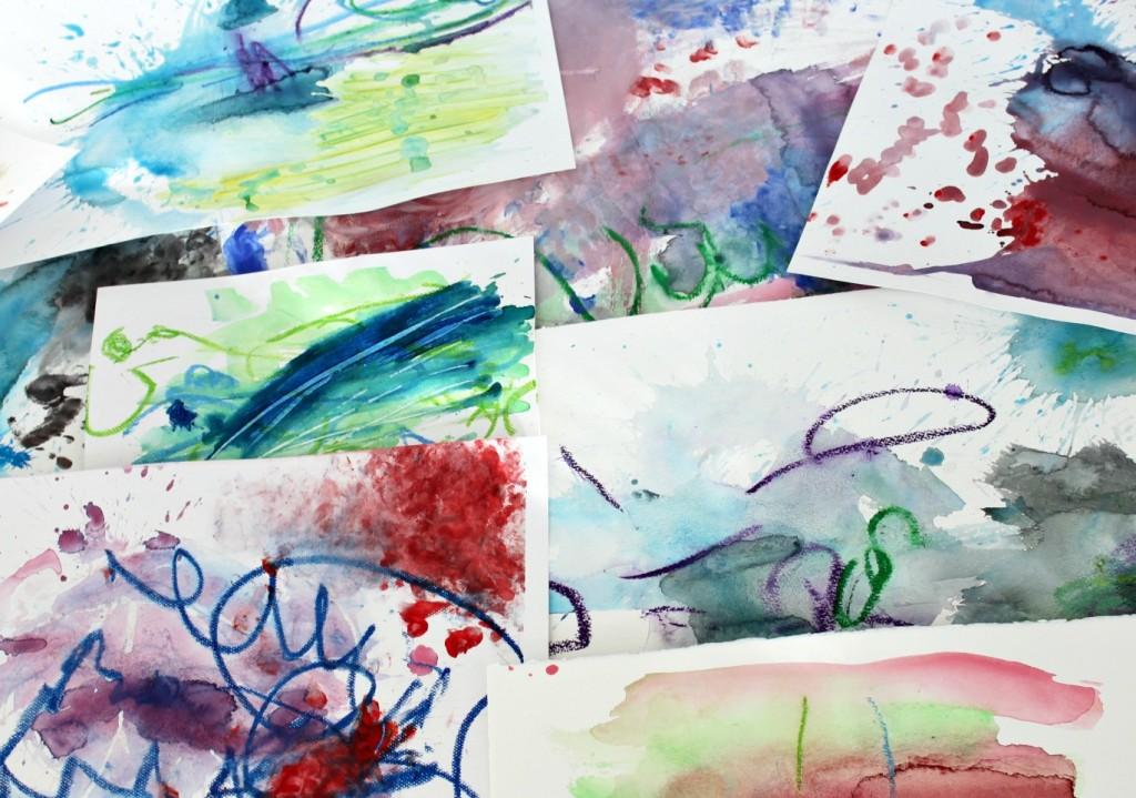 Lasten taidetta eri tekniikoita hyödyntäen