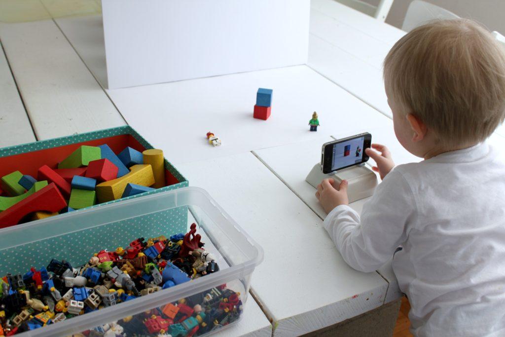 2-vuotias animaatiota tekemässä