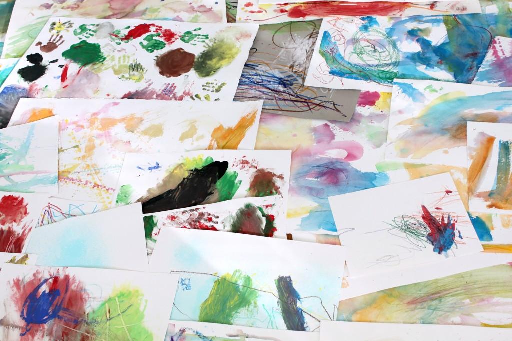 Kasoittain lasten taideteoksia