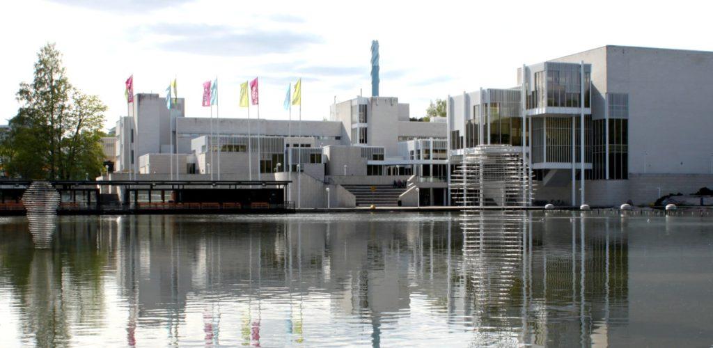 Espoon Askelmerkit -ympäristötaidenäyttelyä