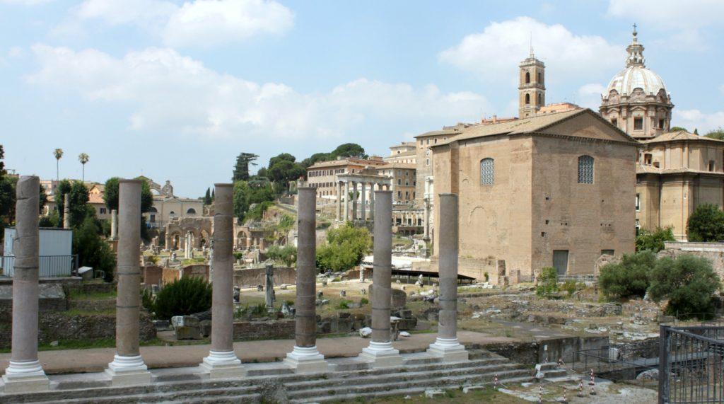 Forum Romanumin raunioilla Roomassa