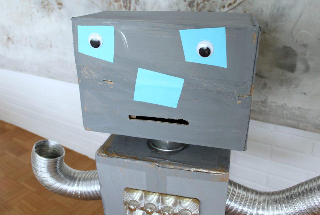 Miten valmistaa pahvilaatikoista lapsen ikioma robotti?