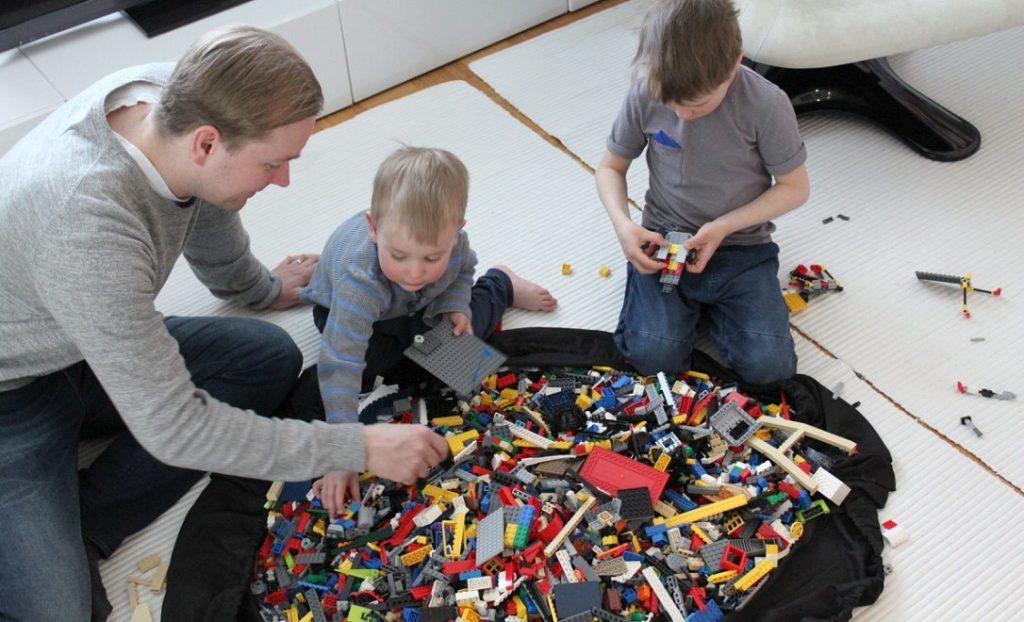 Lego-rakentelua