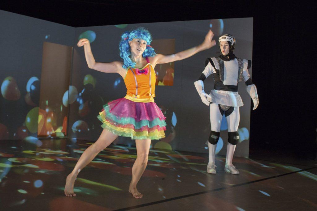 Supersankarit / Tanssiteatteri Raatikko