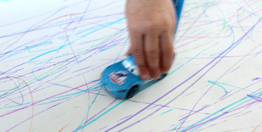 Pikkuautot piirtää
