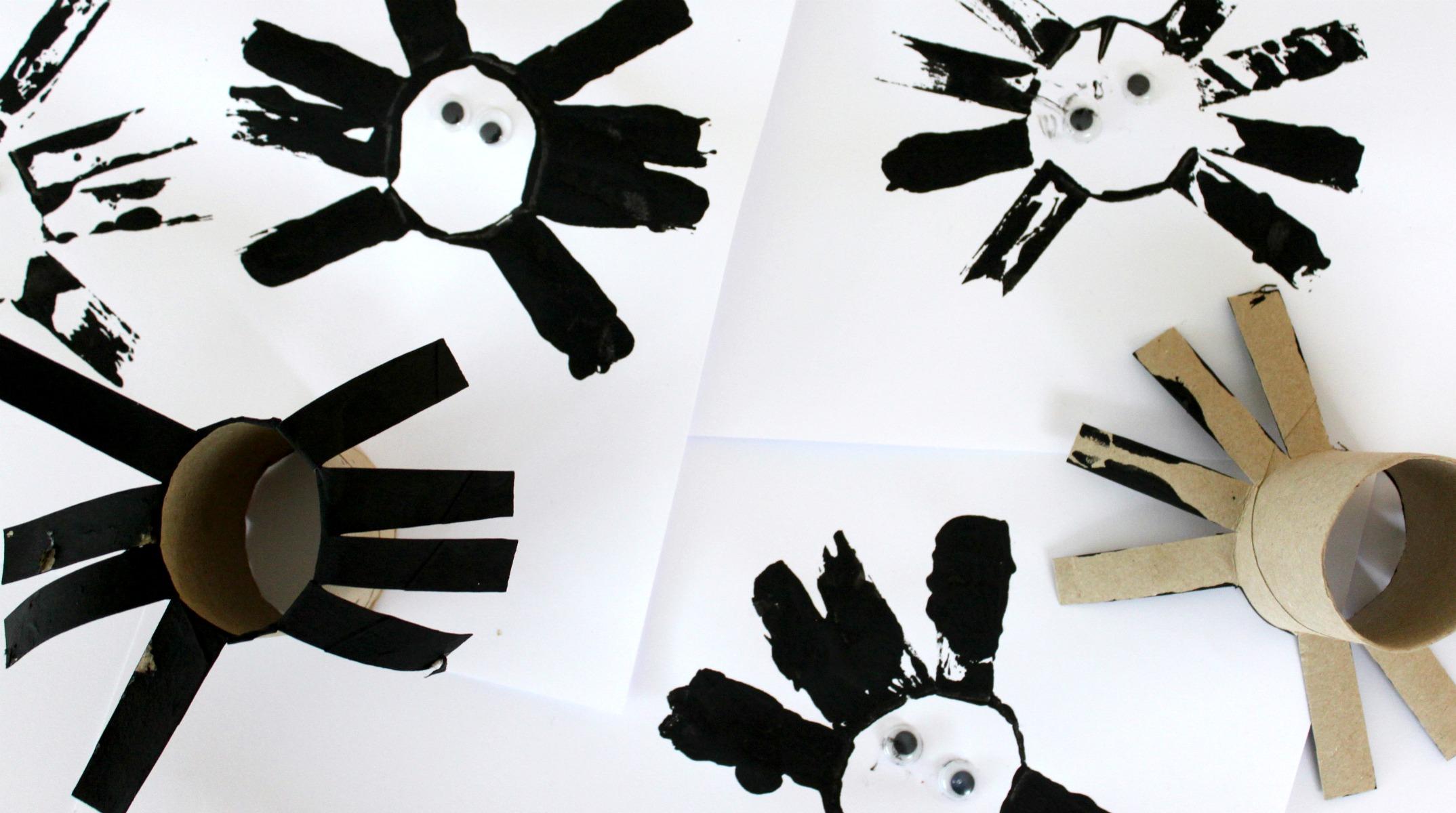 Halloween / hämähäkkejä vessapaperirullien avulla
