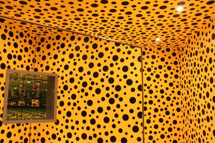 Yayoi Kusama: Peilihuone (Kurpitsa) 1991