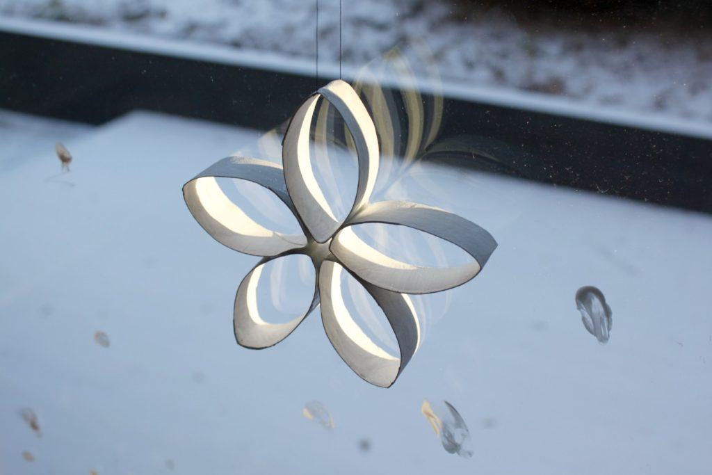 Jouluaskartelua / lumikukka vessapaperirullasta