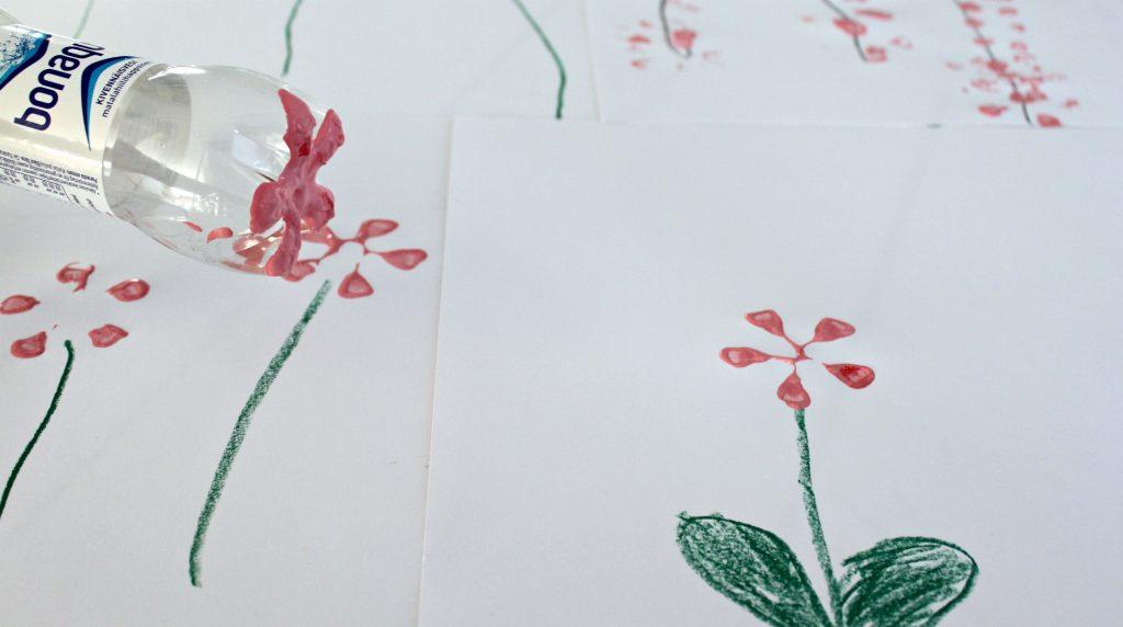 Kukkia sormiväreillä