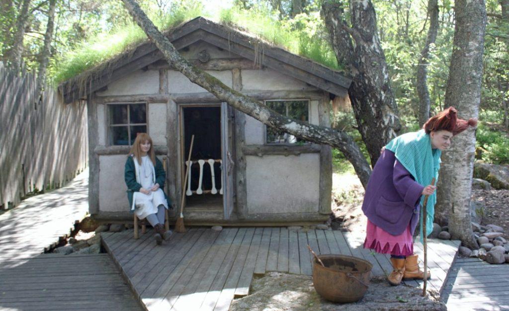 Muumimaailma / Noidan talo