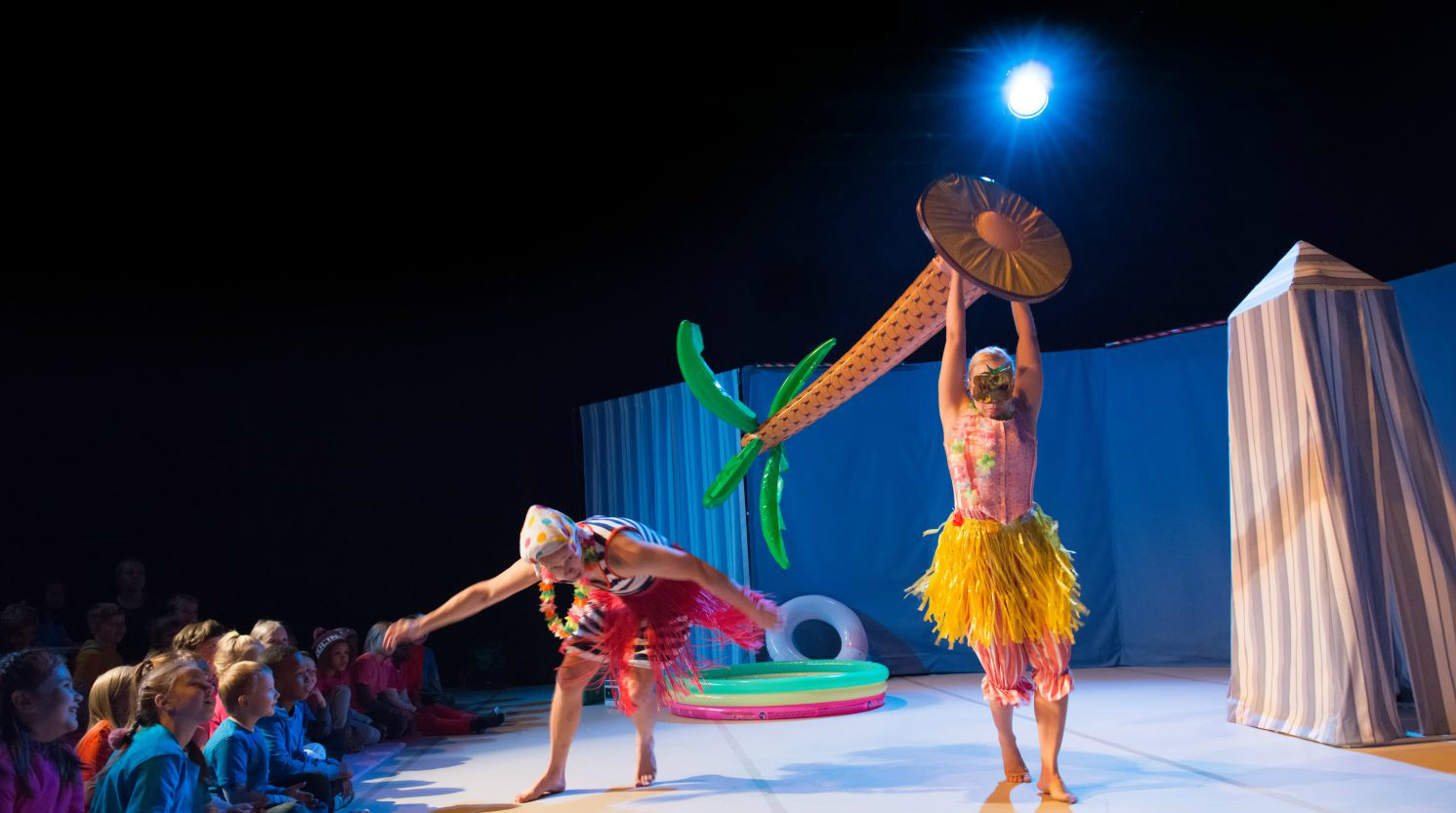 Pottuwarvas lomailee / Tanssiteatteri Raatikko