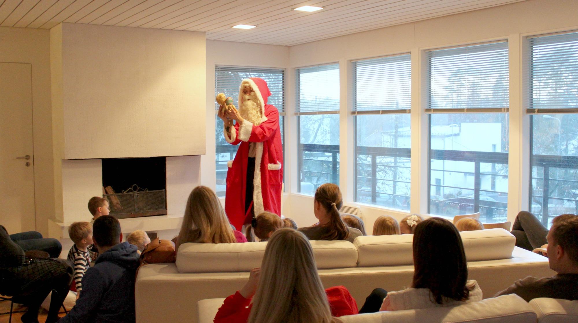 Teatteriesitys kotona / Päiväkotiyhdistyksen joulukauden avaus