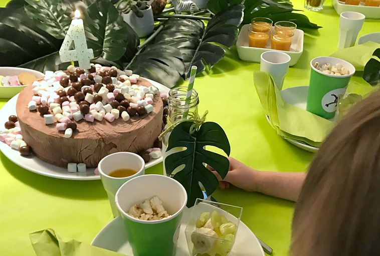 Viidakkosynttärit / kakku