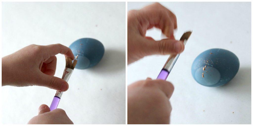 Kananmunien värjääminen / siniset munat