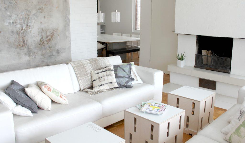 Gymi Furniture -boksit sohvapöytinä