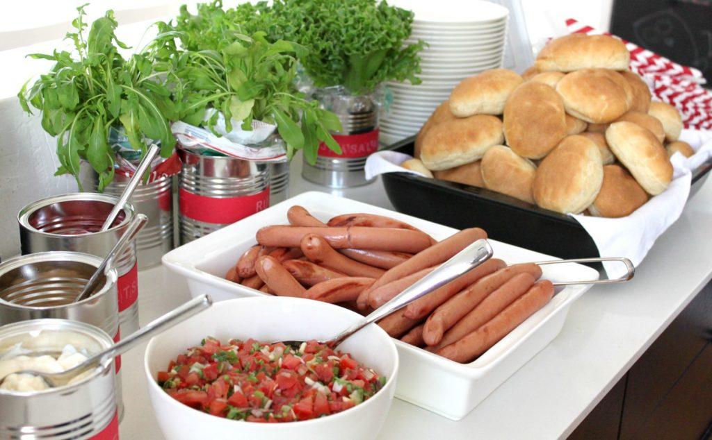 Hot dog -buffet / kesäjuhlat