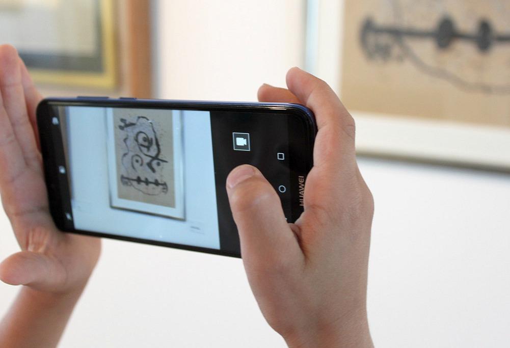 Huawei Y6 / Picassosta Pyykköön -näyttely