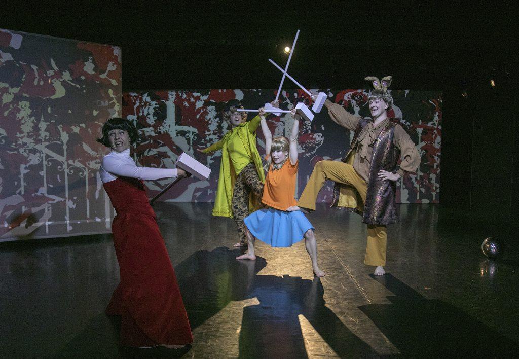 Tanssiteatteri Hurjaruuth: Liisa ihmemaassa, kuvassa Eero Vesterinen, kuvaaja Riku Virtanen